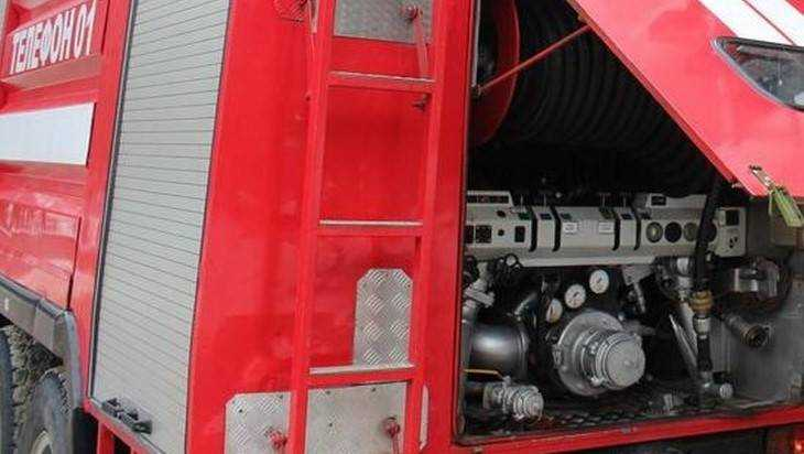 Крышу гаража пришлось тушить брянским пожарным на трех машинах