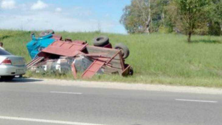Под Брянском перевернулся грузовик с кирпичами