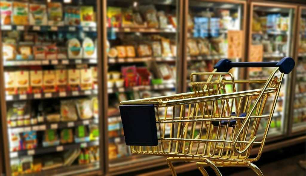 Брянских торговцев уличили в продаже негодных продуктов