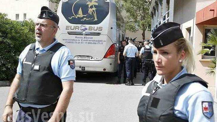 Министр Лавров возмутился задержанием брянского автобуса с болельщиками