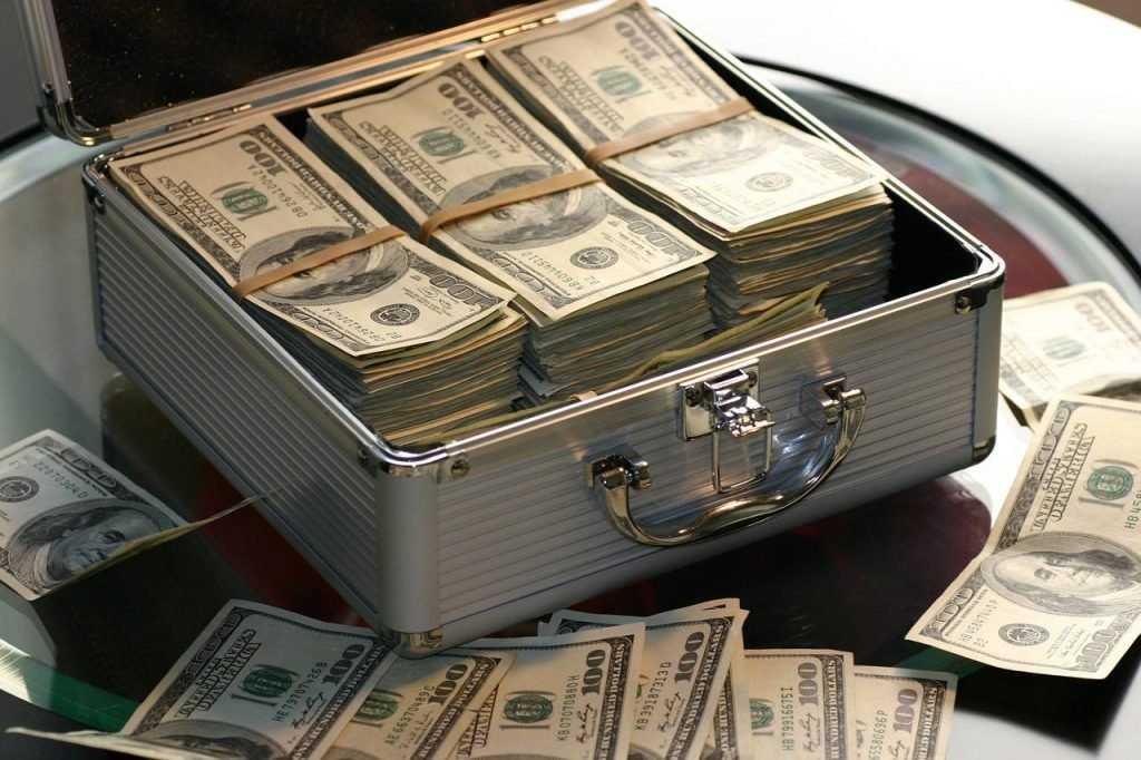 Госдума разрешила менять валюту без паспорта на сумму до 40 000 рублей