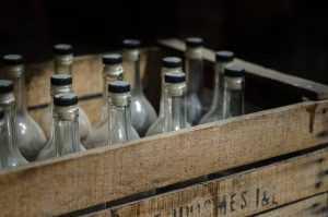 Брянцы ответят в суде за 19 тысяч бутылок поддельного алкоголя