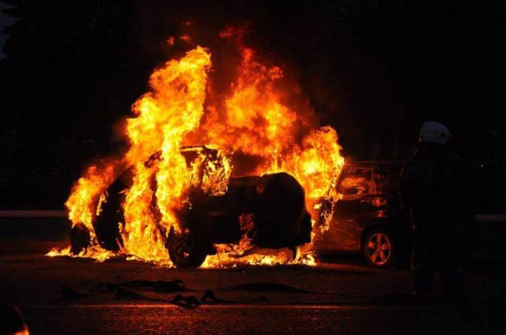 В Брянске сгорела «Приора»