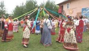 Святую Троицу на Брянщине отпраздновали играми и хороводами
