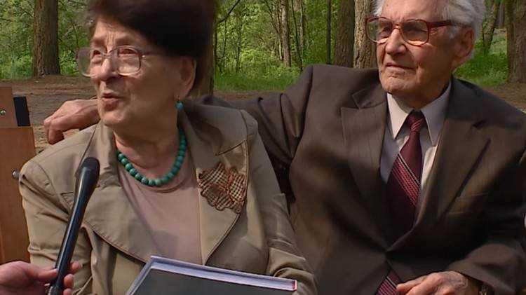Брянский ветеран с женой отметили бриллиантовую свадьбу