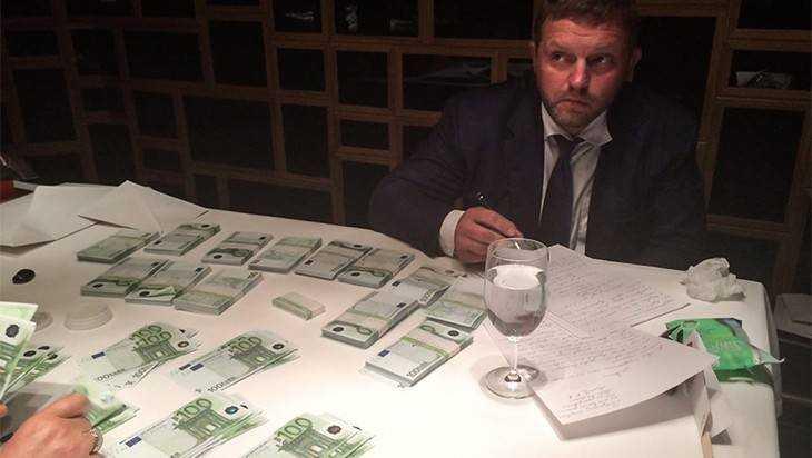 Губернатора задержали за 400 тысяч евро взятки