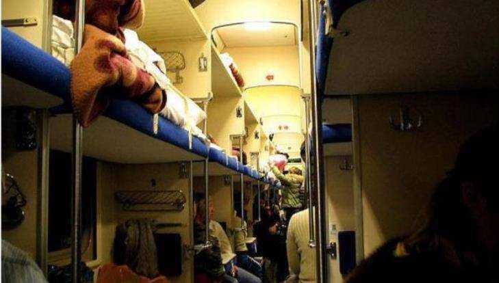 Брянца за дебош сняли с поезда