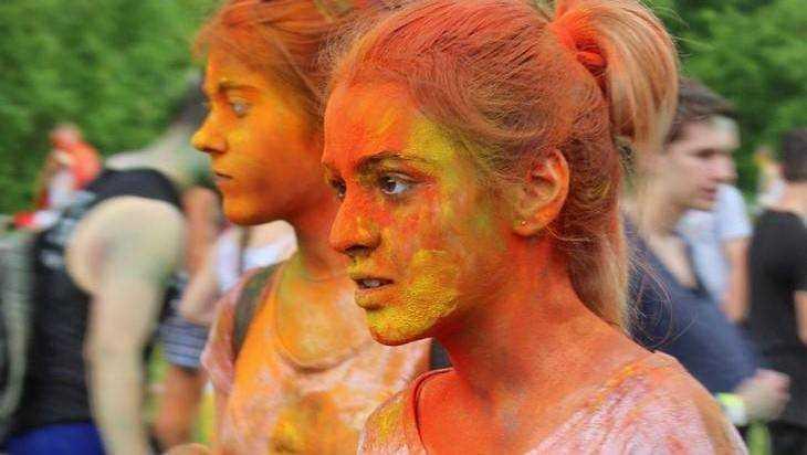 Измазаться зловещим пеплом: брянцы откровенно сказали о фестивале Холи