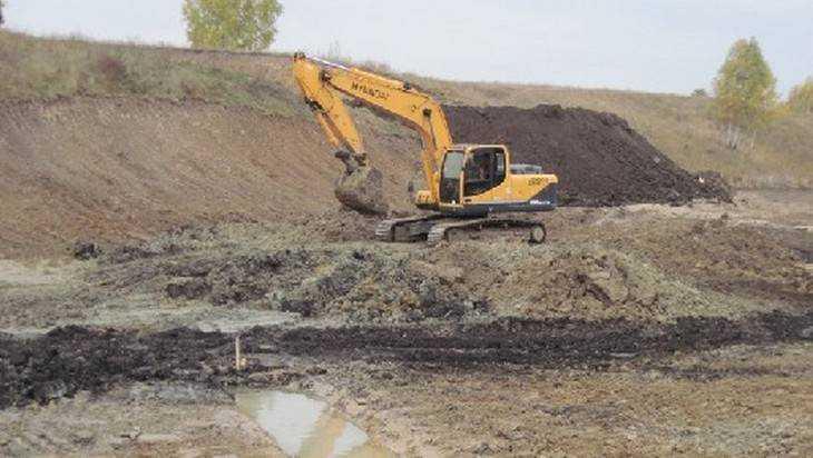 В брянском поселке Комаричи выкопали за несколько миллионов пруд-мираж