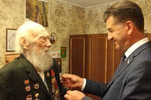 Брянского писателя Валентина Динабургского наградили медалью