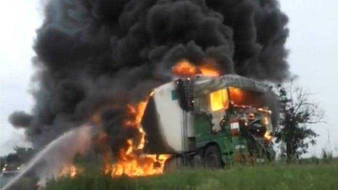 В Молдавии на полном ходу загорелась брянская фура
