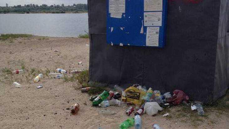 Берег брянского озера Орлик превратили в помойку