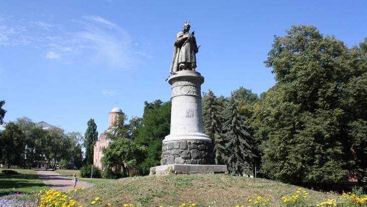 Памятник Богдану Хмельницкому отвернут от Брянска и Москвы