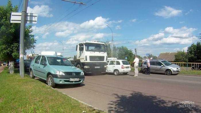 Массовая авария парализовала движение в центре Брянска