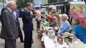 Руководители Брянска поторговались на рынке и оценили улицы Бежицы