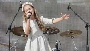 Брянская школьница Настя Гладилина спела на «Славянском базаре»