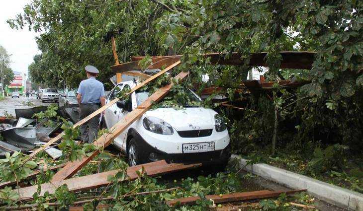 Появились новые снимки ураганных разрушений в Почепе Брянской области