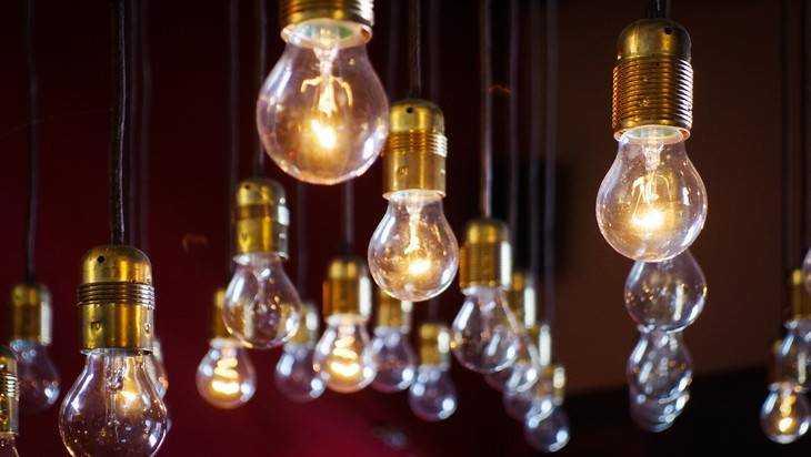 Брянцам сообщили о плановых отключениях света в августе