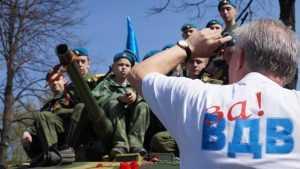 Восемьсот брянских десантников погуляли мирно