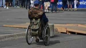 Инвалид-колясочник пожаловался на поборы в брянском интернате