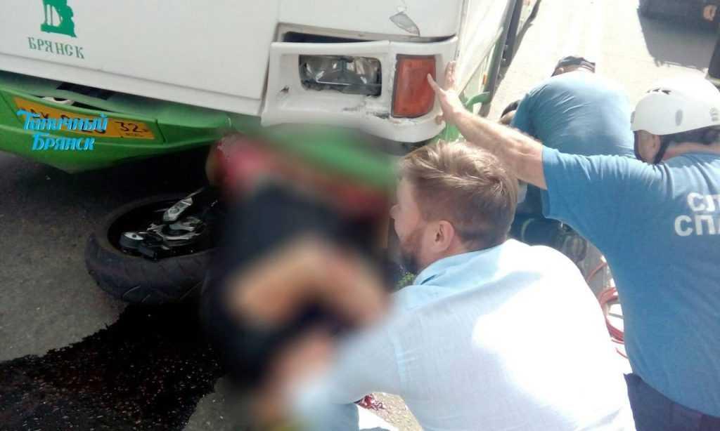 В Брянске автобус раздавил мотоциклиста