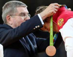 Брянский губернатор поздравил Наталью Кузютину с олимпийской «бронзой»