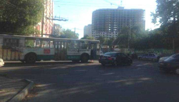 В Брянске мотоциклист врезался в троллейбус