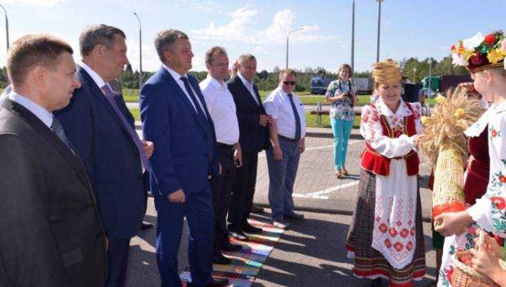 Брянского губернатора в Витебске встретили дарами Белоруссии