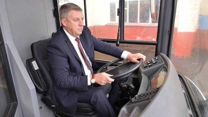 В Минске брянский губернатор сел за руль «МАЗа»
