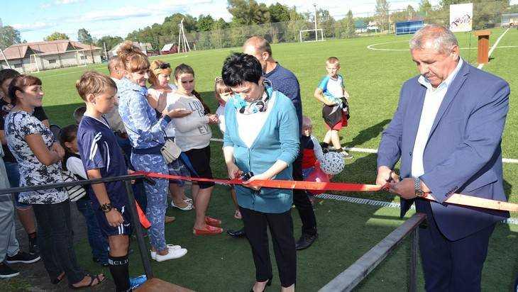 В Клетне Брянской области Николай Валуев открыл долгожданный стадион