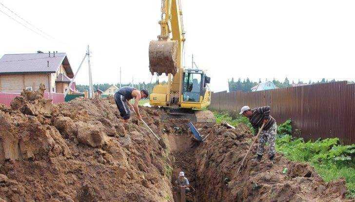 Чиновников заставили наладить канализацию в брянском посёлке