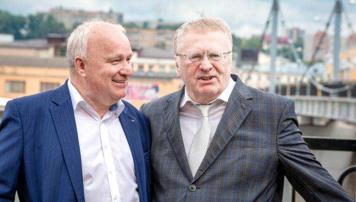 Советник сенатора Виктор Киселёв обсудил проблемы брянцев с Жириновским