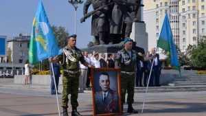По Брянску в День ВДВ прошли десантники