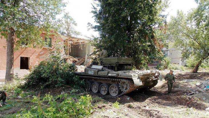 Боевые машины снесли брянские дома