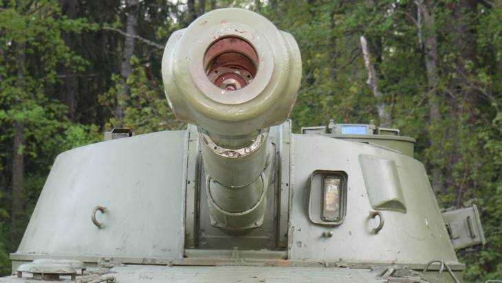 Брянские крестьяне будут ездить на военной технике
