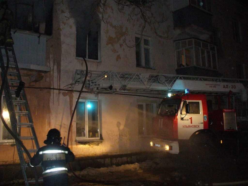 В Брянске из-за пожара эвакуировали жильцов многоэтажки