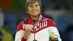 Брянскую дзюдоистку наградили медалью и автомобилем