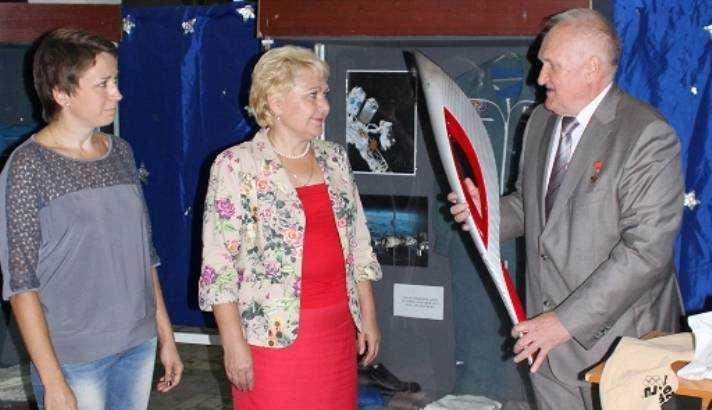 Брянский музей пополнился олимпийским факелом космонавта Афанасьева