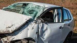 Пьяные брянцы разбились на легковушке, врезавшейся в фургон