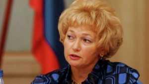 Бывший брянский сенатор Нарусова требует 10 миллионов от радио и адвоката