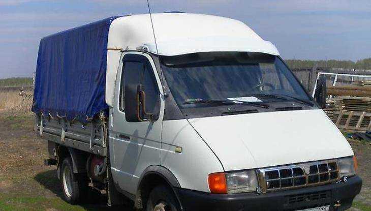 Брянец на иномарке перевернул фургон и покалечил пассажирку