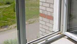В брянском Новозыбкове погиб выпавший из окна пенсионер