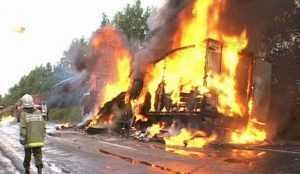 Фура с брянской картошкой сгорела в Подмосковье
