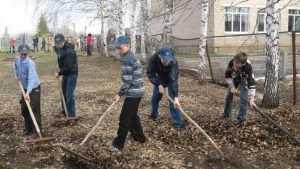 Брянских учеников заставят убирать классы и школьную территорию