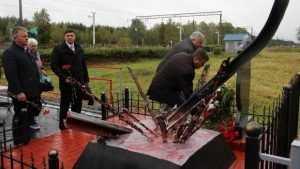 На брянской станции открыли памятник военным железнодорожникам