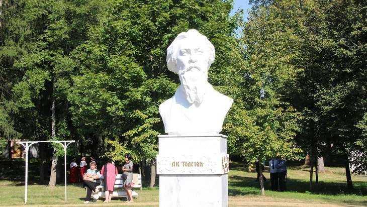 Толстовский праздник брянцы провели с хороводами и заготовкой дров
