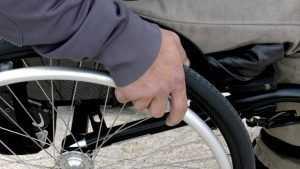 «Брянскавтодору» и директорам школ велели дать работу инвалидам