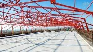 На Керченском мосту установили первую плиту автомобильного пути