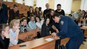Руки вверх: в Брянском филиале МПСУ побывали следователи