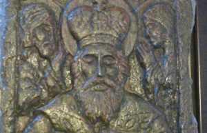 Брянские сыщики вернули бабушке похищенную икону Николая Чудотворца